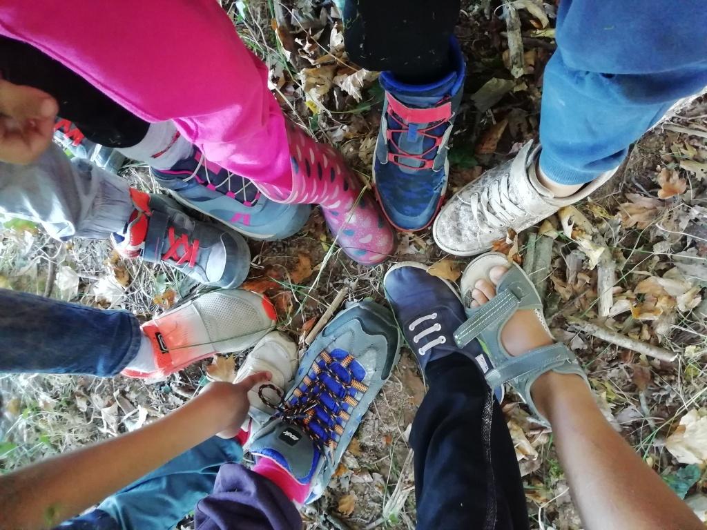 journées immersion forêt Penne Grésigne 81 Libres enfants du Tarn forest school nature bushcraft outils coopération jeu libre multiâge parents réseau cabanes